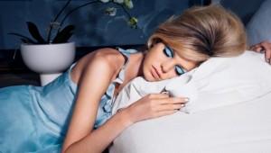 makyaj-ile-uyumanin-cilde-zararlari