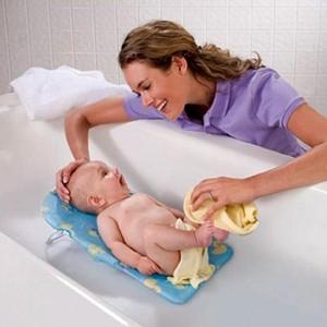 Yeni doğan bebeğin saçı nasıl kurutulur